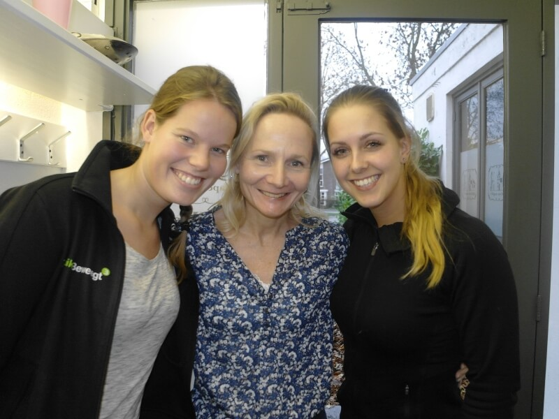 Vlnr: Mieke Hilhorst, Christien Mensinga en Amanda van Doorn, die samen met Rosa Gulmans en initiatiefnemers Maarten en Steven van Vulpen het bestuur vormen van Stichting 'Om Odijk'. Tonny van Oosten