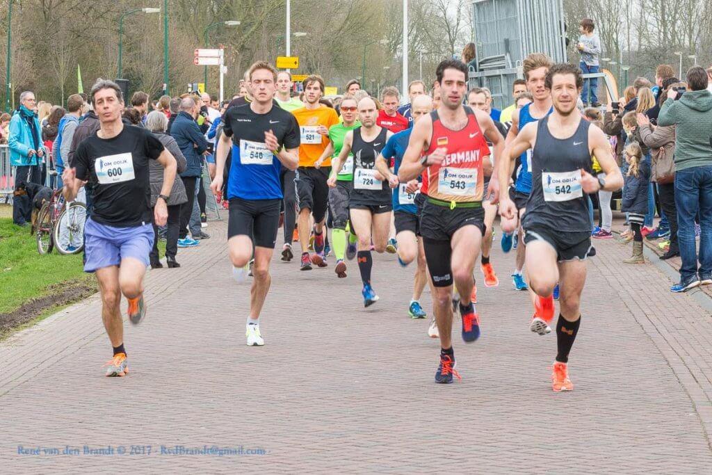 Start 10 km Om Odijk - Foto: Rene van den Brandt